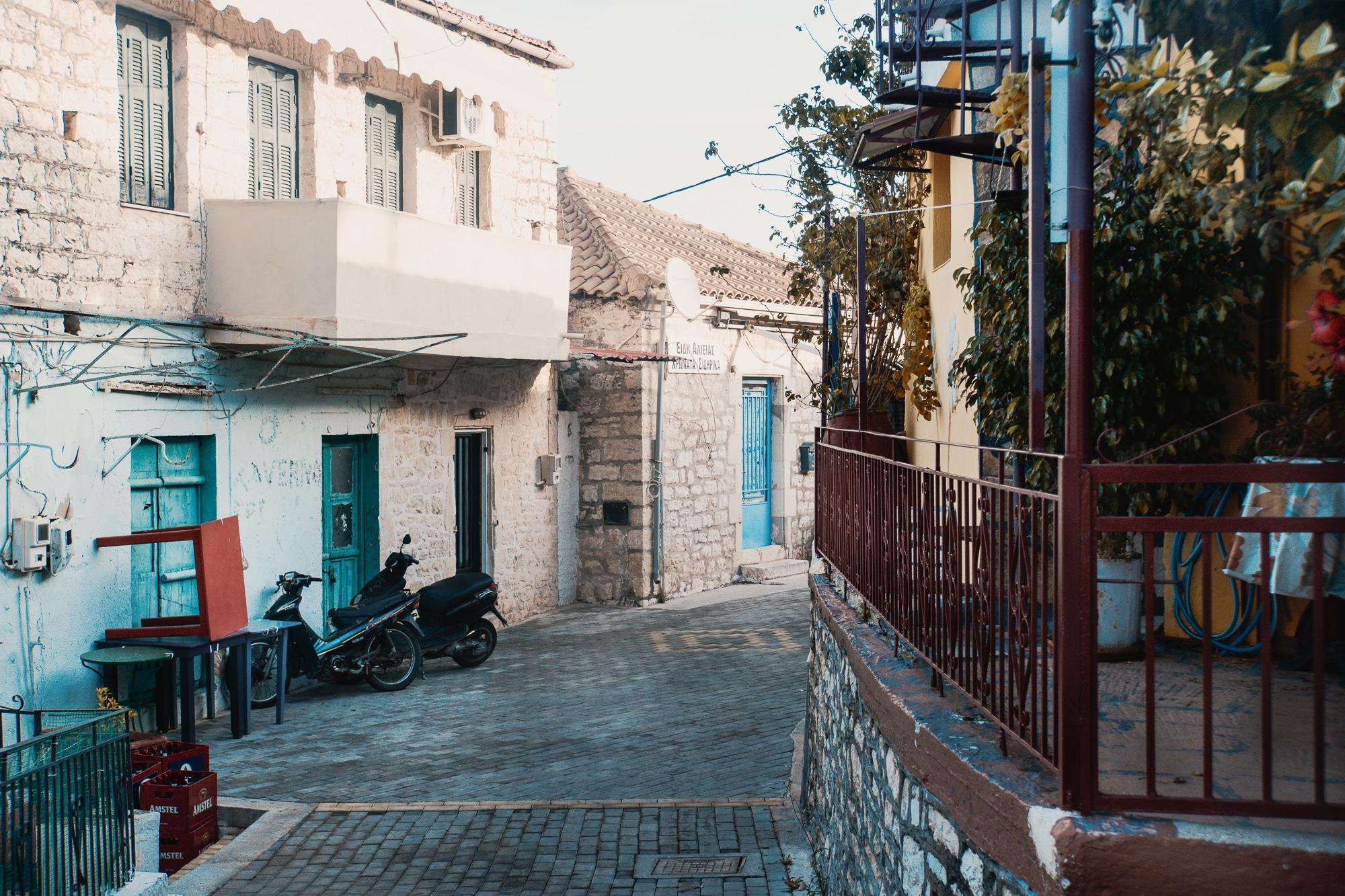 Meganisi: Spaziergang durch das Dorf Katomeri