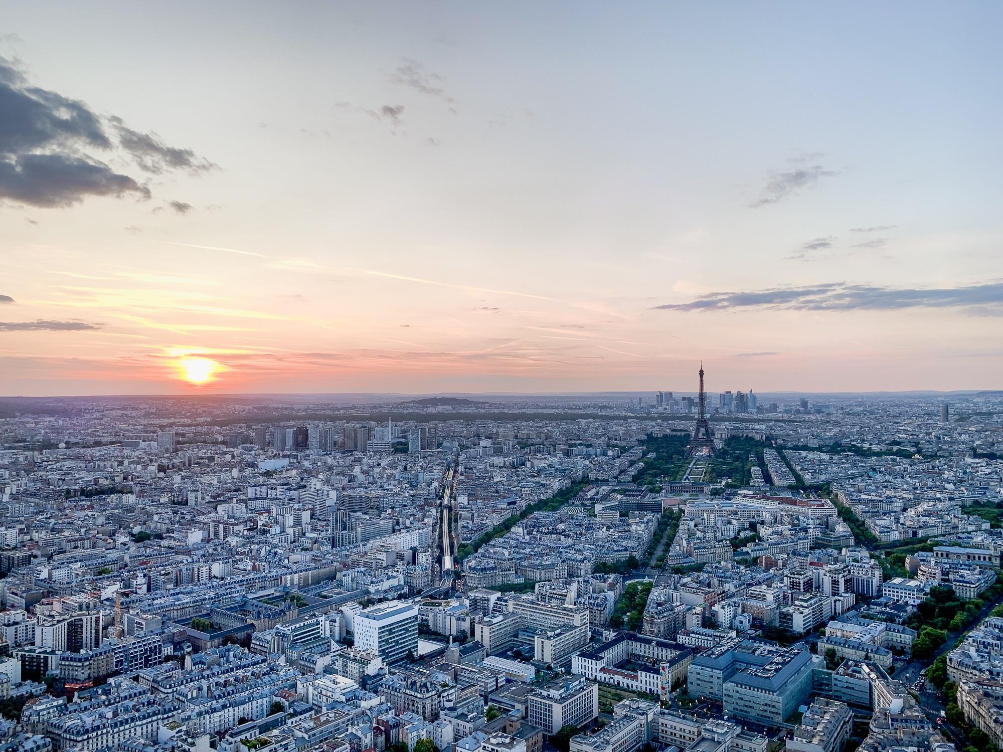 Schönste Fotospots in Paris - und meine liebsten Instagram Hotspots - Montparnasse Tower Aussicht beim Sonnenuntergang