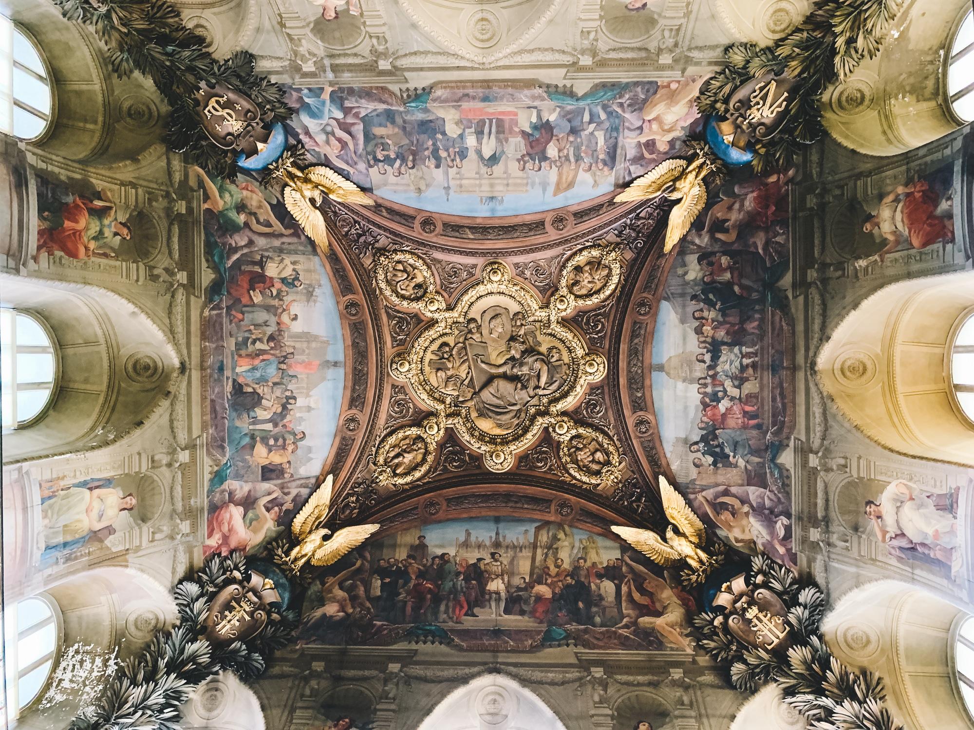 Schönste Fotospots in Paris - und meine liebsten Instagram Hotspots - Louvre Museum Deckenmalerei