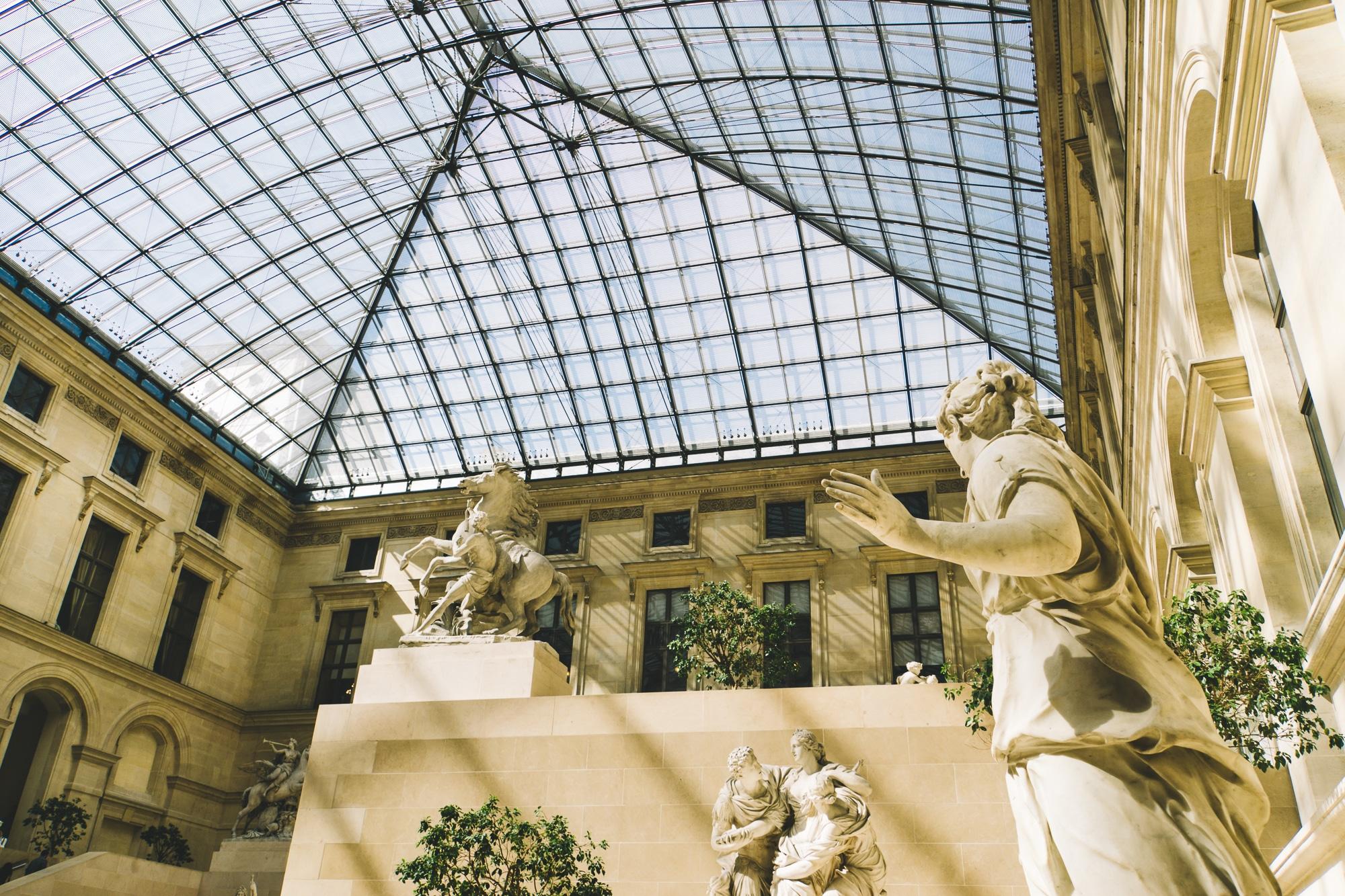 Schönste Fotospots in Paris - und meine liebsten Instagram Hotspots - Louvre Museum Glasdach