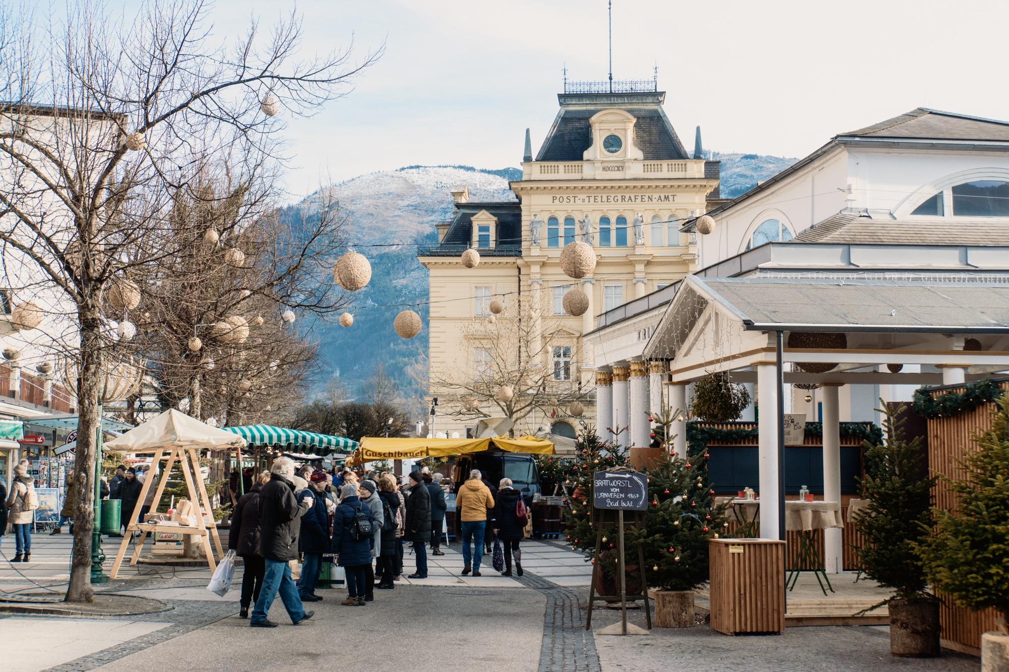 Advent im Salzkammergut: Die schönsten Weihnachtsmärkte der Region - Bad Ischl Christkindlmarkt in der Trinkhalle