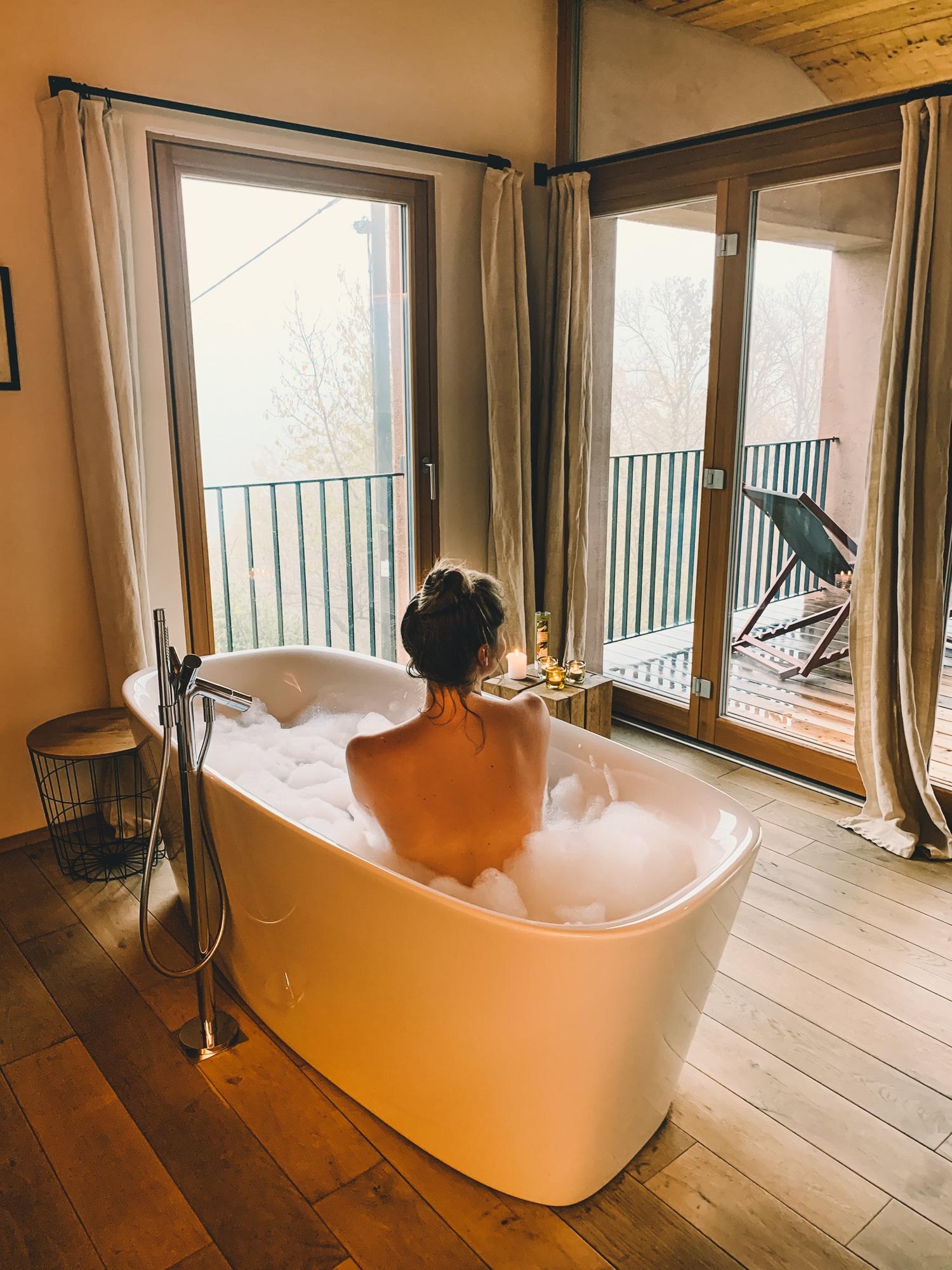 PURESLeben Erfahrungen: Das Landhaus Altenbach in der Südsteiermark - freistehende Badewanne