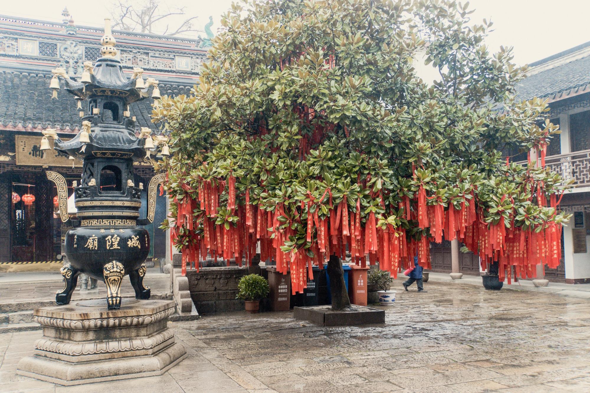 Zhujiajiao Tagesausflug: Tipps für die Wasserstadt bei Shanghai - City God Tempel