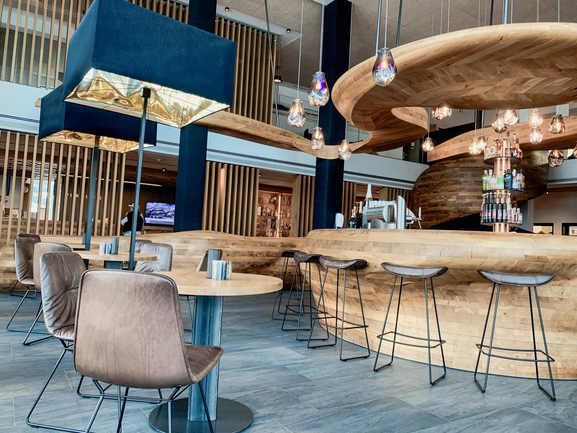 Puradies Leogang: Das Wellnesshotel und Skihotel direkt an der Piste - Bar und Lobby