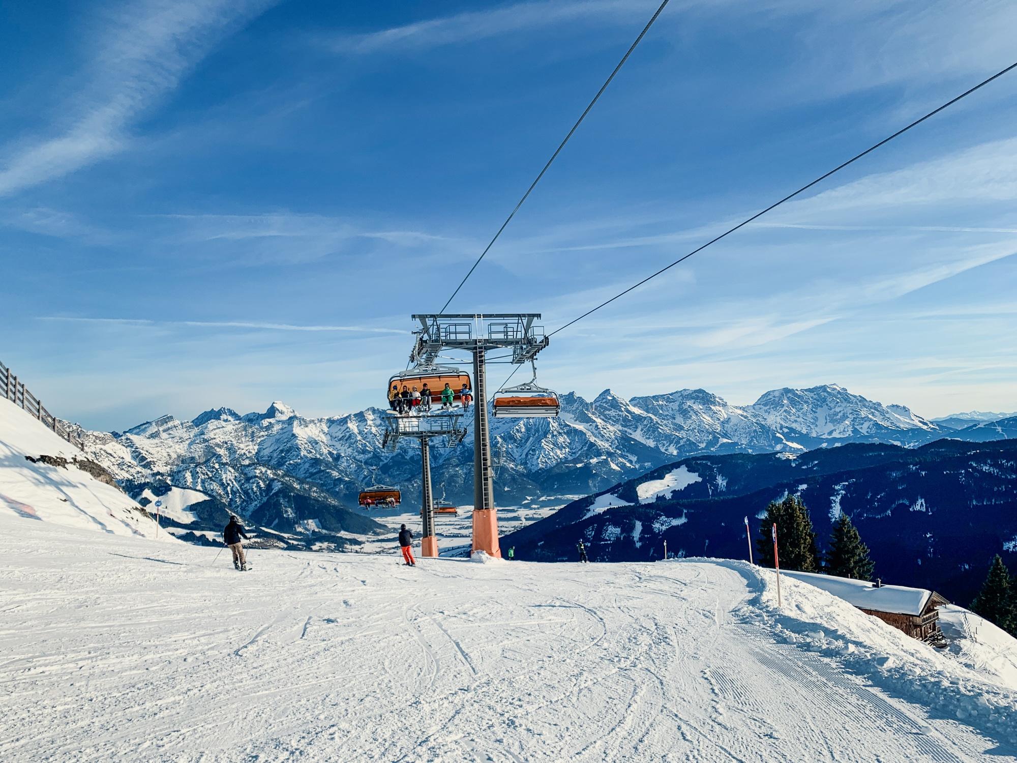 Puradies Leogang: Das Wellnesshotel und Skihotel direkt an der Piste - Skicircus Saalbach Hinterglemm Leogang Fieberbrunn