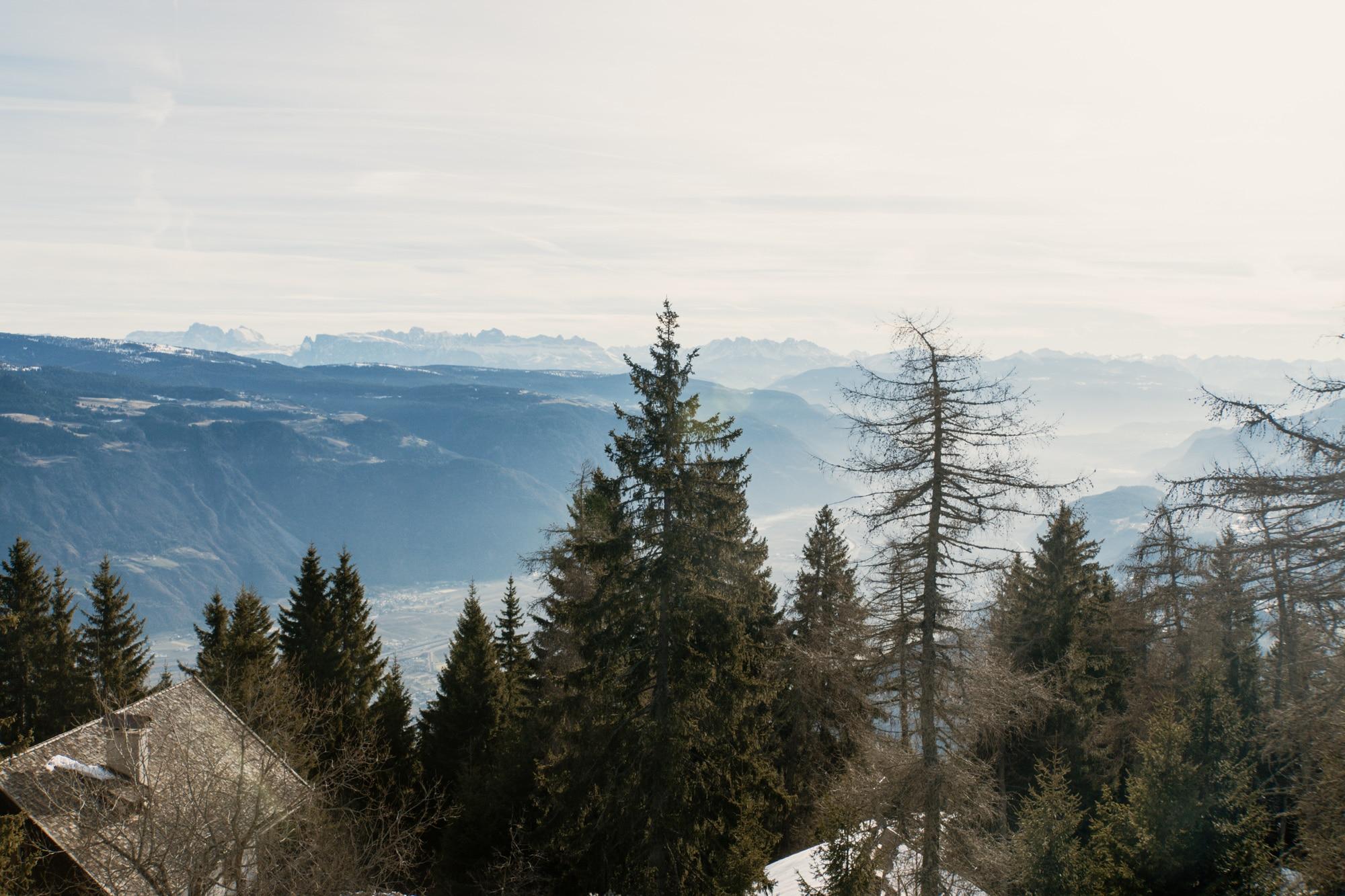 Lana, Südtirol: Winterurlaub mit Skifahren, Wellness und leckerem Essen - Wanderung zum Vigiljoch mit Ausblick