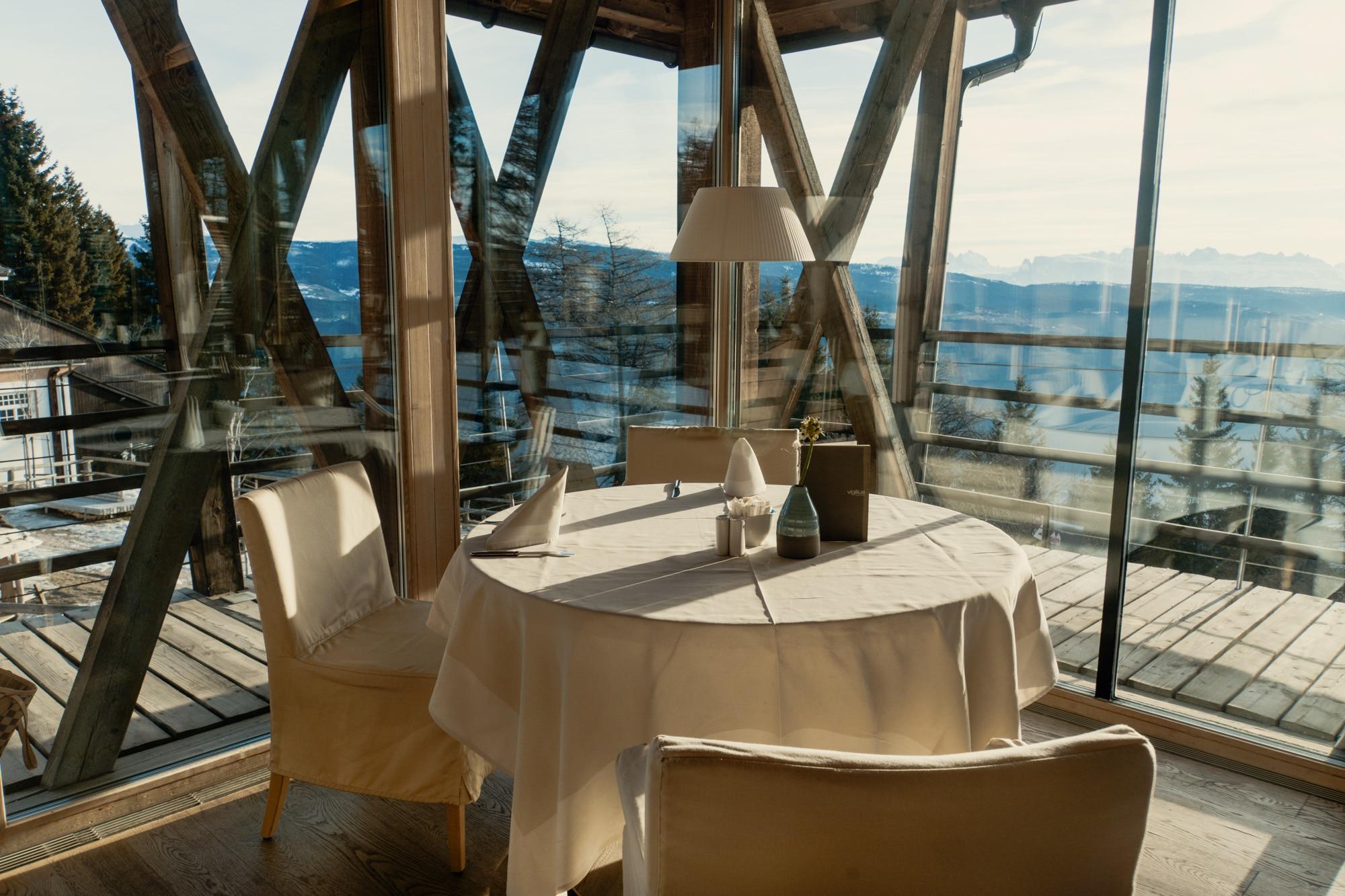 Lana, Südtirol: Winterurlaub mit Skifahren, Wellness und leckerem Essen - Vigilius Mountain Resort -Frühstück