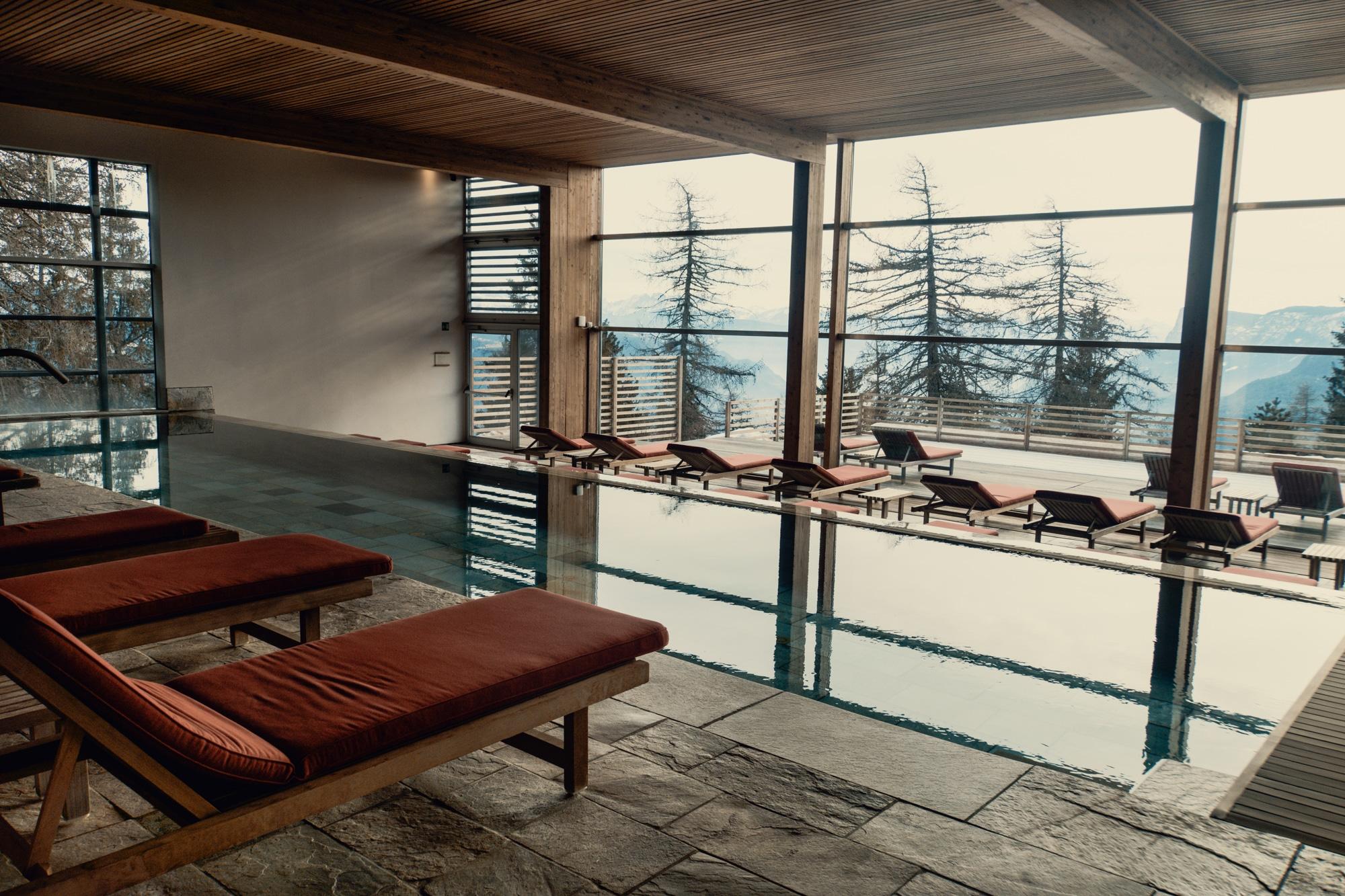 Lana, Südtirol: Winterurlaub mit Skifahren, Wellness und leckerem Essen - Vigilius Mountain Resort Pool