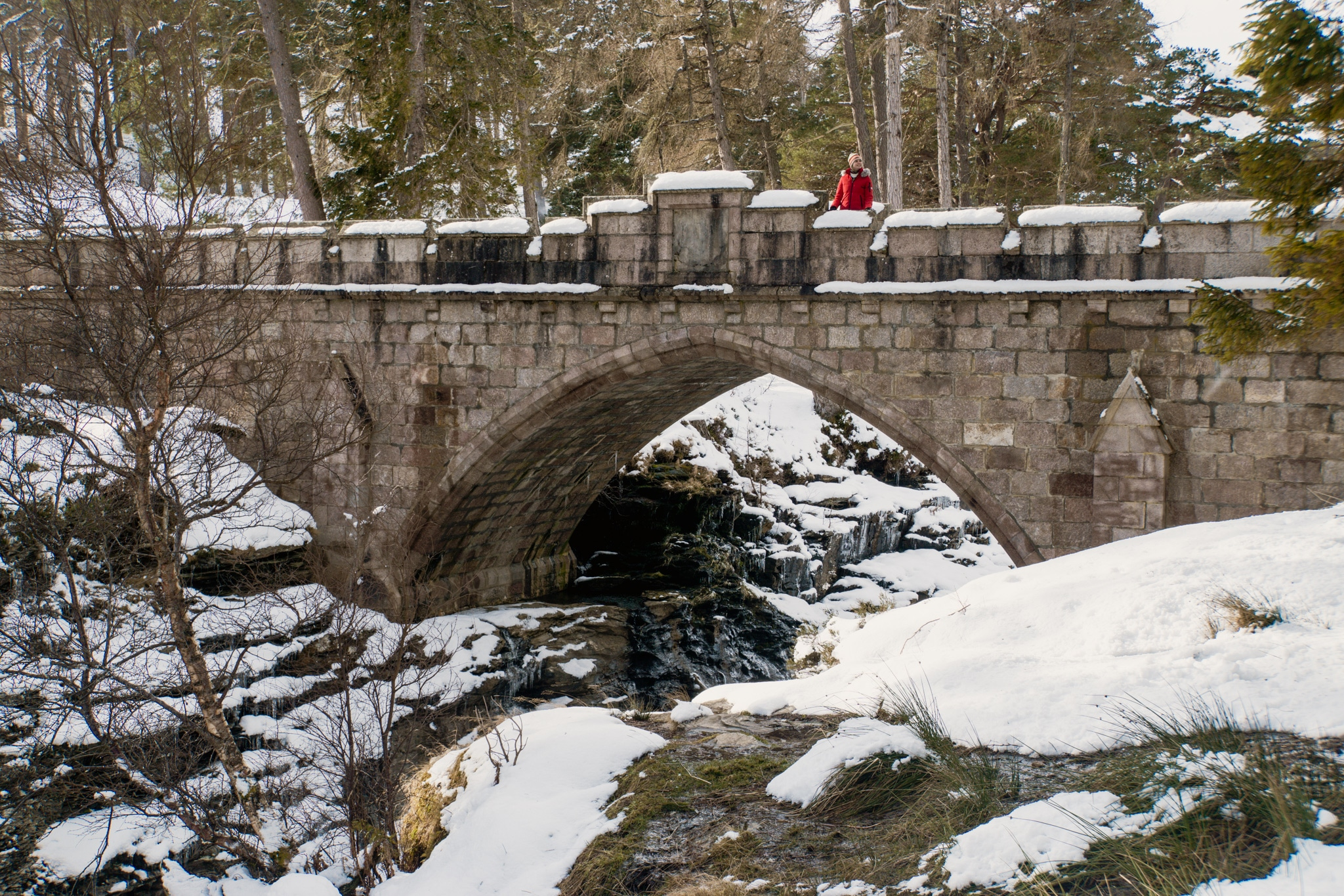 Cairngorms Nationalpark: Die SnowRoads Scenic Route in den Highlands - Lin of Dee Brücke