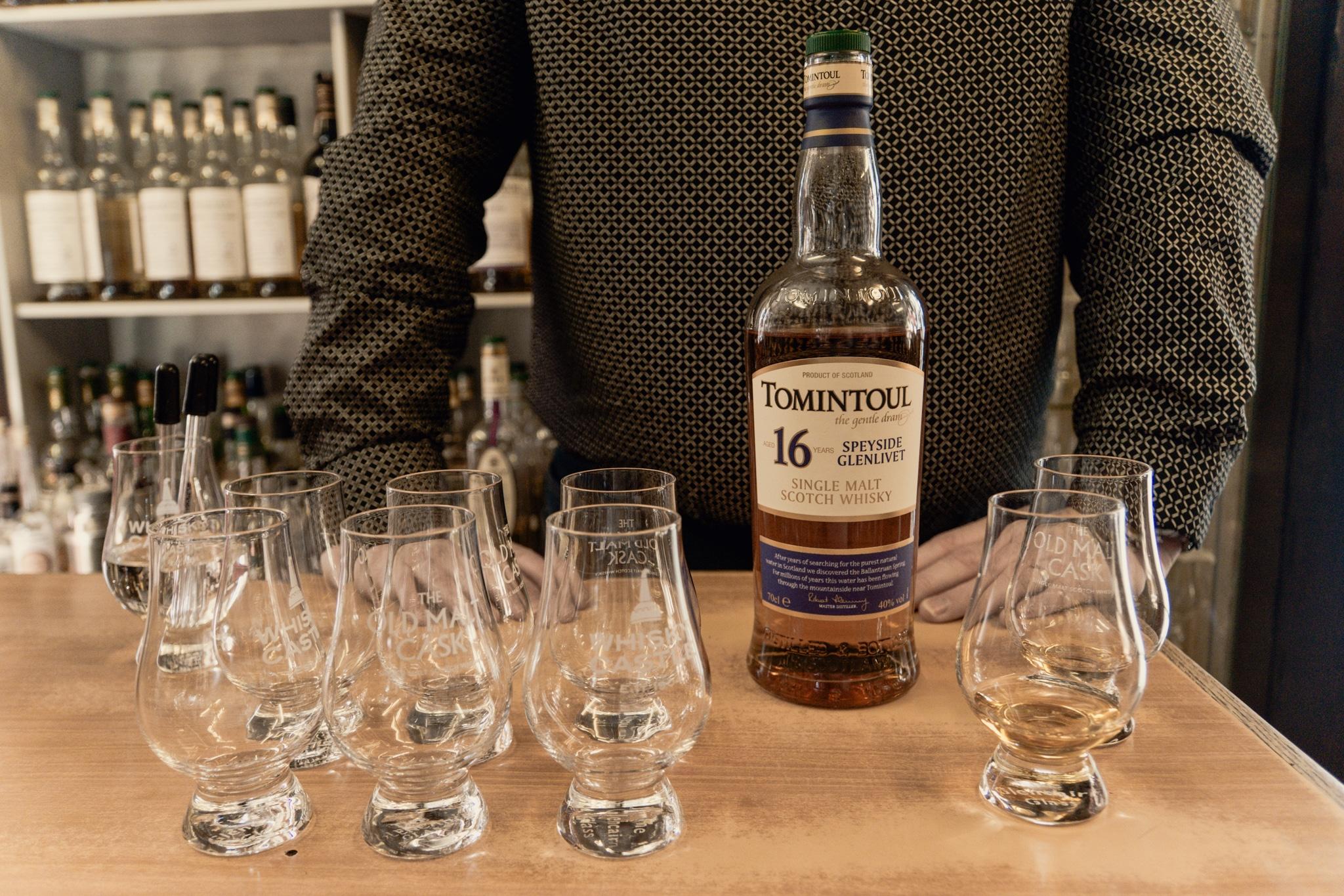 Cairngorms Nationalpark: Die SnowRoads Scenic Route in den Highlands - Whisky Tasting im Whisky Castle