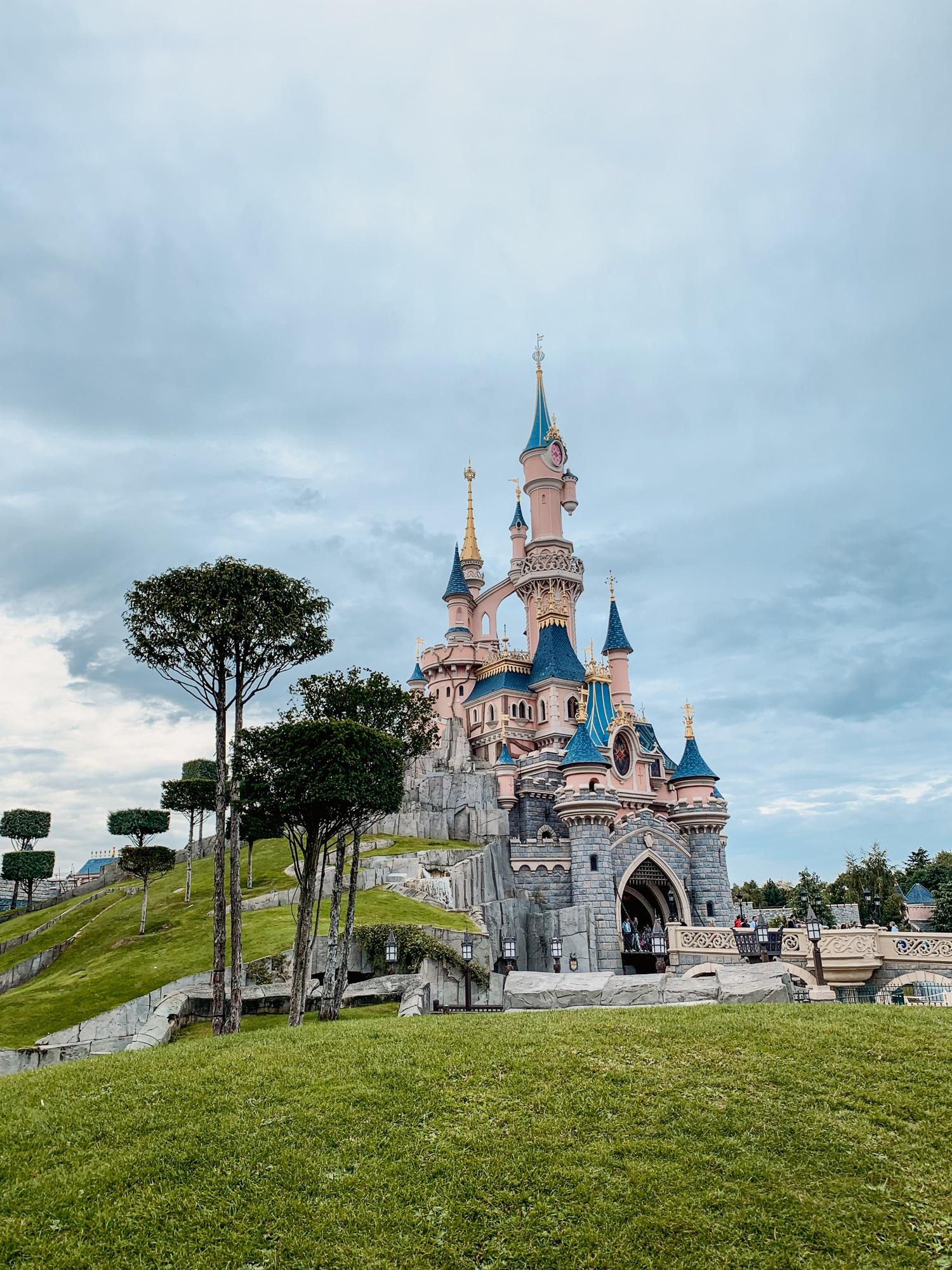 Disneyland Paris Tipps: 10 tolle Hacks für den glücklichsten Ort der Welt - Disneyschloss