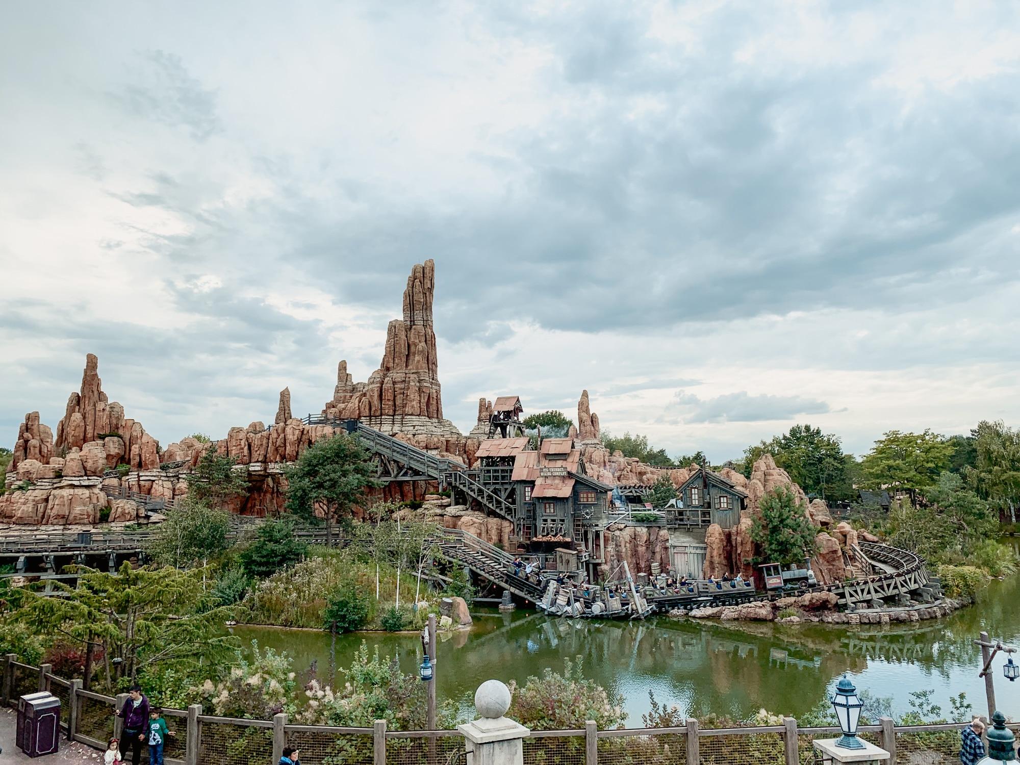 Disneyland Paris Tipps: 10 tolle Hacks für den glücklichsten Ort der Welt - Thunder Mountain Achterbahn