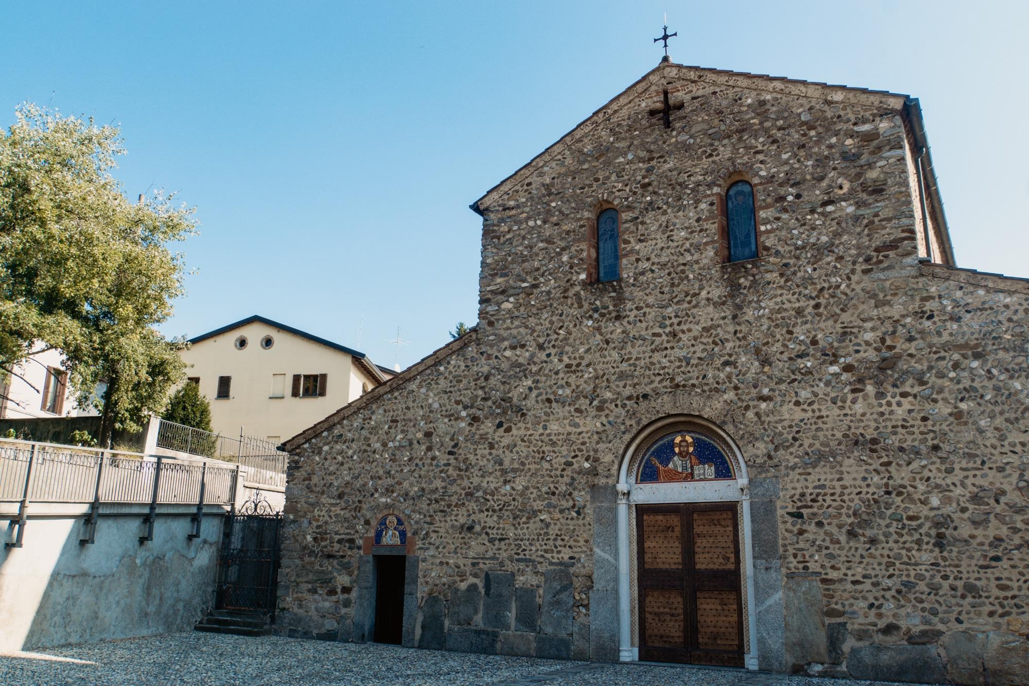 Monza und Brianza: Sehenswürdigkeiten und Highlights in der Lombardei - Basilica dei Santi Pietro e Paolo Agliate