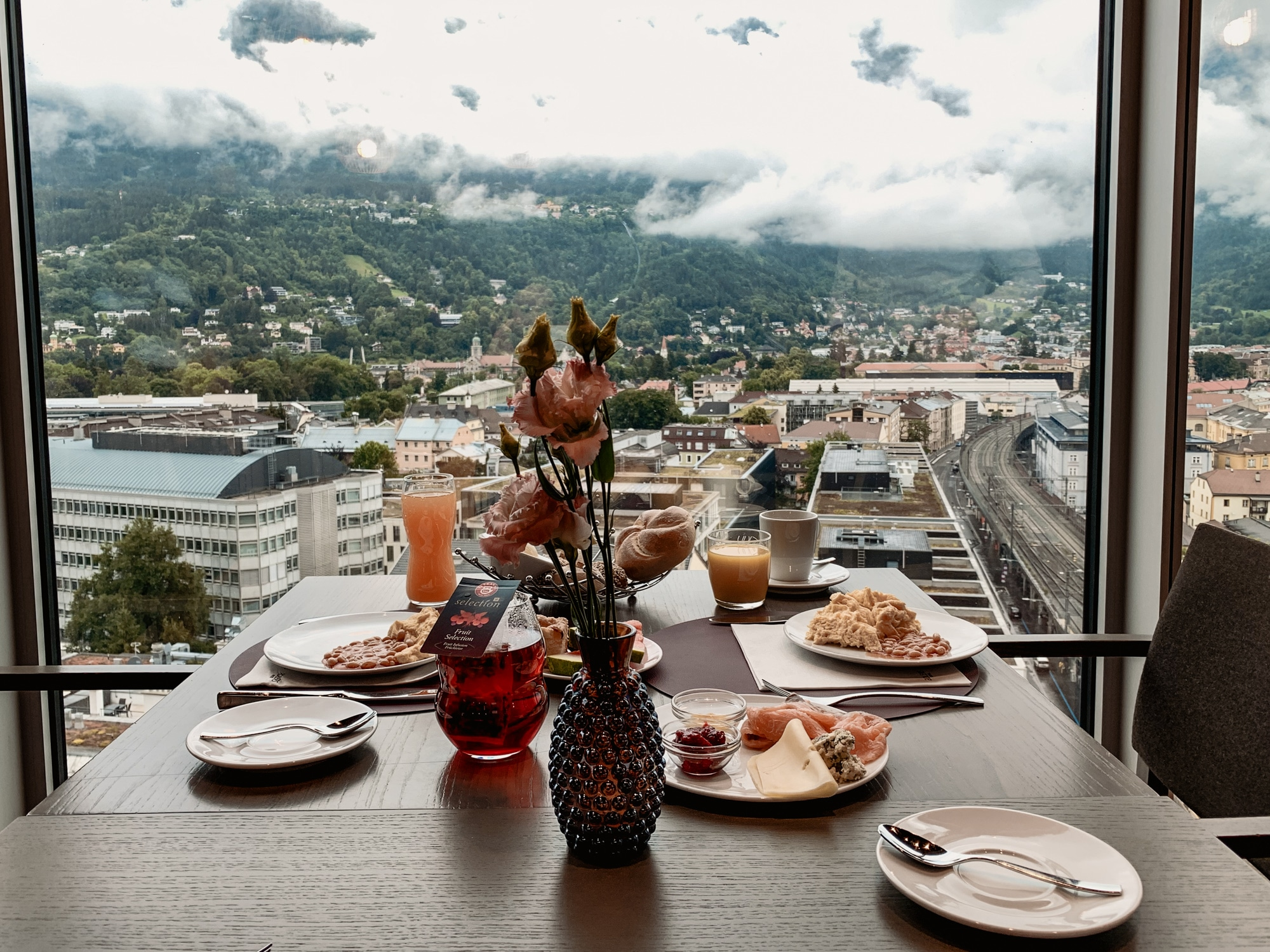 Innsbruck Sehenswürdigkeiten: Top Ten Highlights und Tipps für die Stadt - Adlers Hotel Restaurant Bar Weitsicht Frühstück