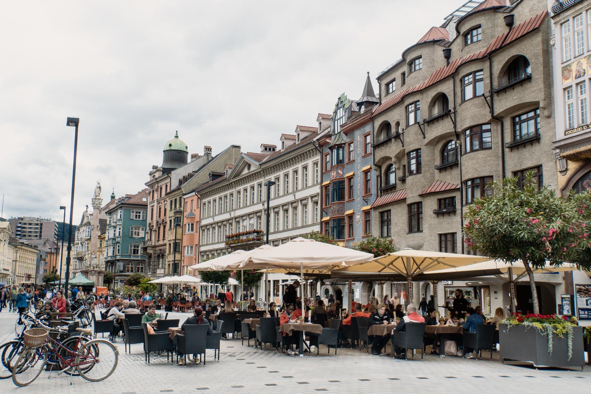 Innsbruck Sehenswürdigkeiten: Top Ten Highlights und Tipps für die Stadt - Maria-Theresien-Straße