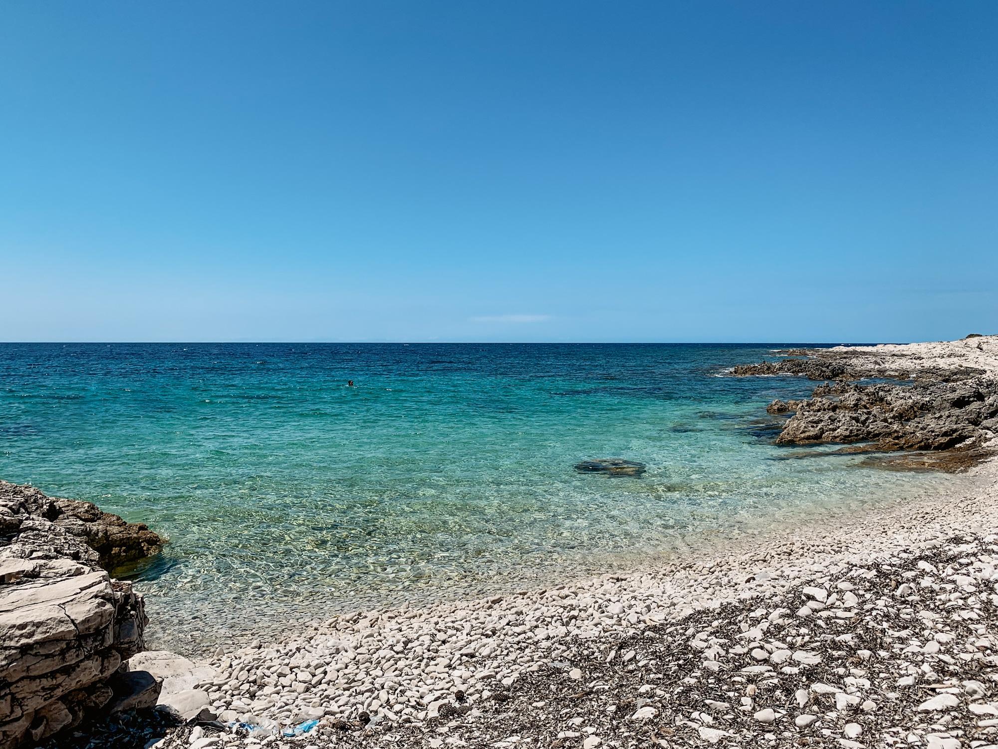Dugi Otok Sehenswürdigkeiten: Meine Highlights und Tipps für die Insel - Bucht am Leuchtturm Veli Rat