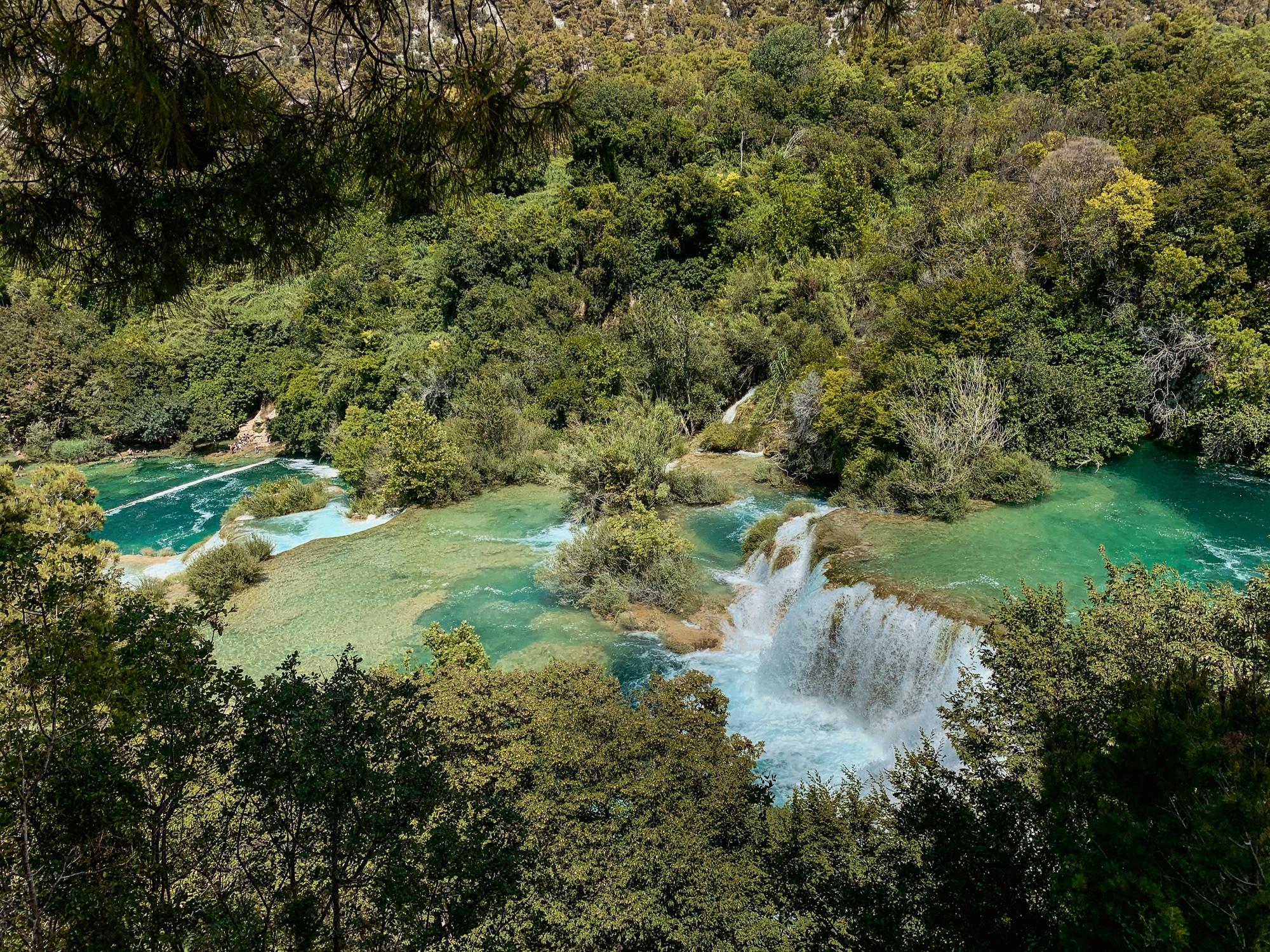 Krka Nationalpark: Tipps, Sehenswürdigkeiten und die Highlights im Park - Aussicht auf die Wasserfälle