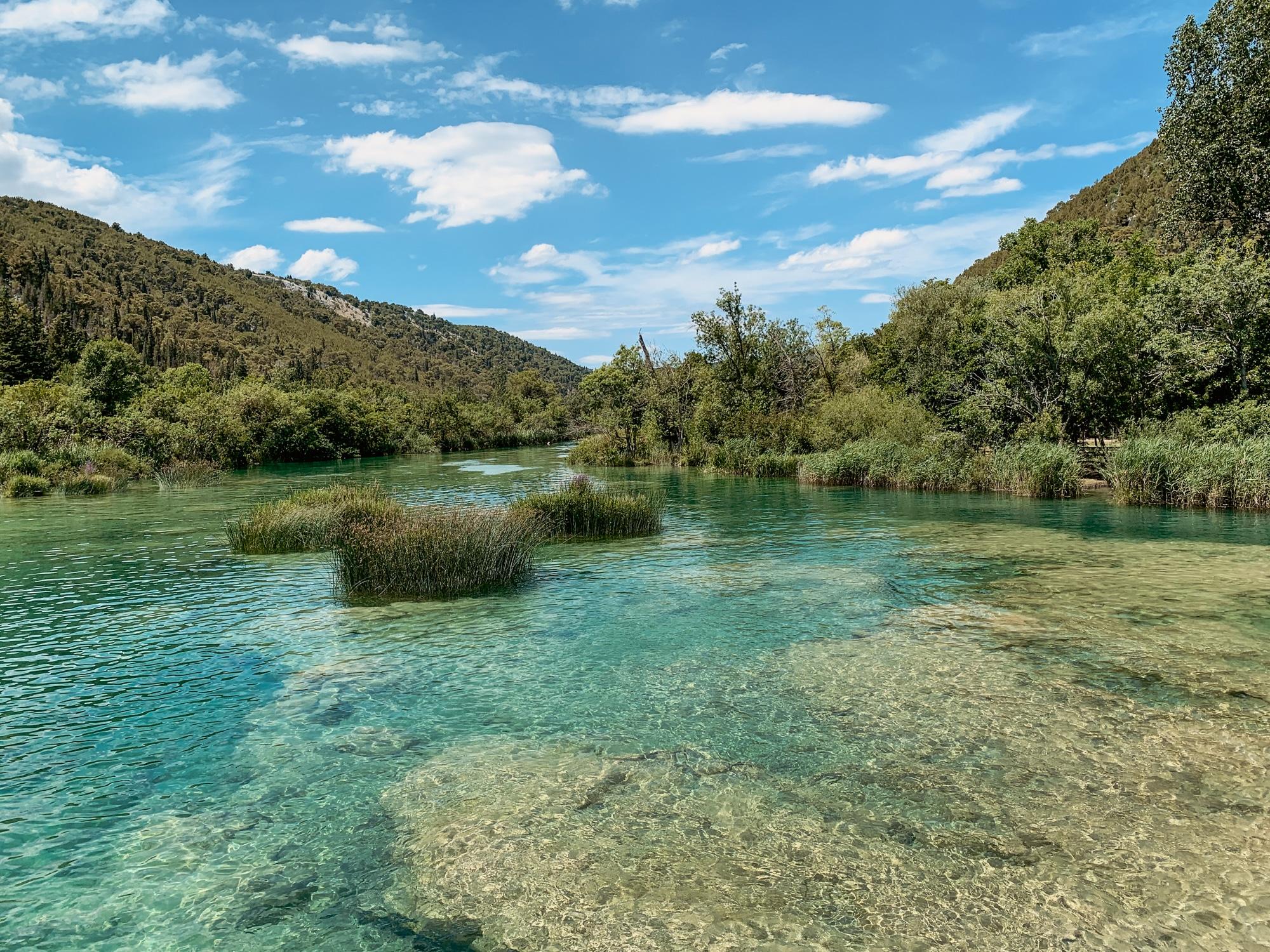 Krka Nationalpark: Tipps, Sehenswürdigkeiten und die Highlights im Park - Glasklarer blauer See