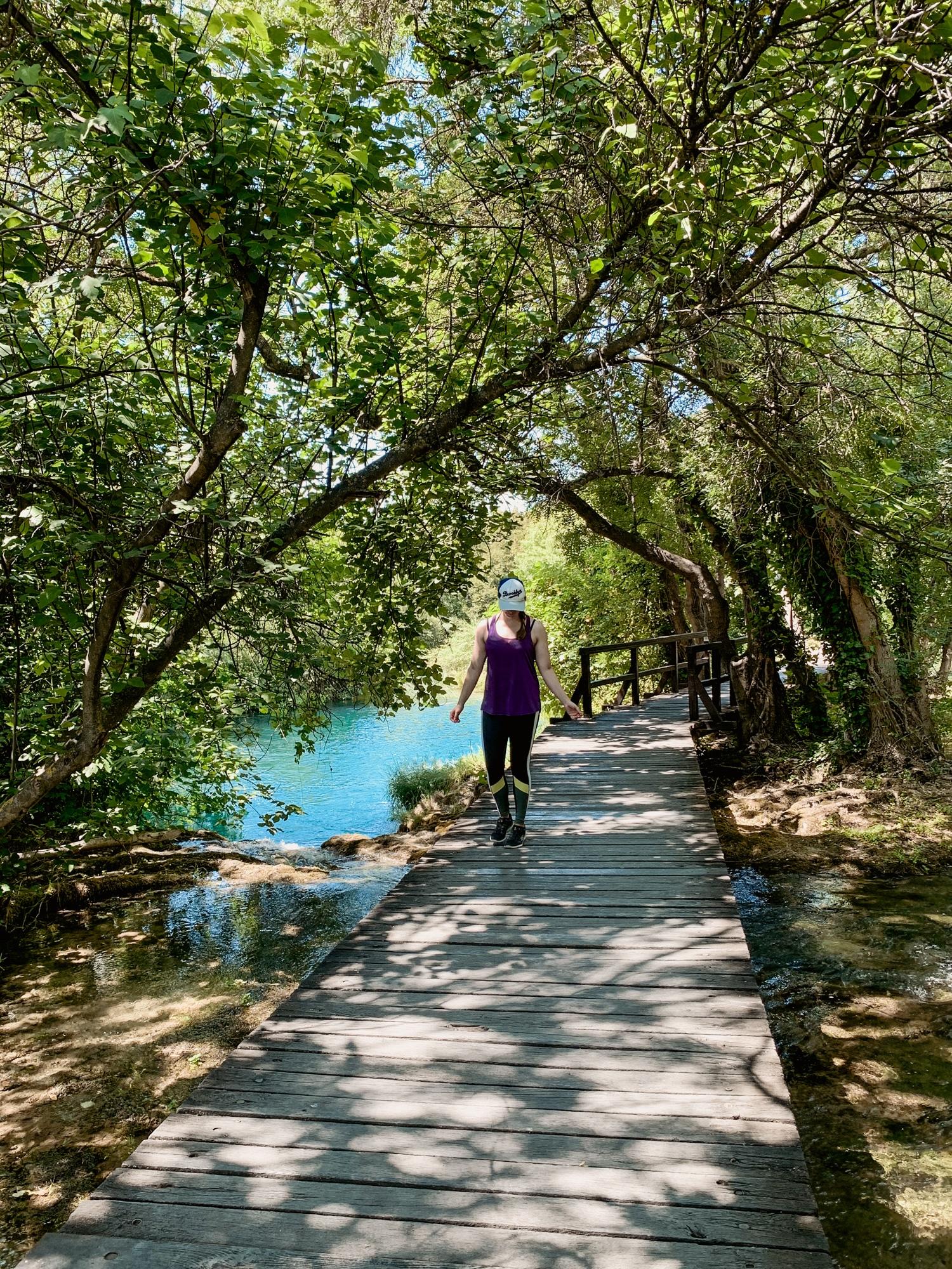 Krka Nationalpark: Tipps, Sehenswürdigkeiten und die Highlights im Park - Wandern auf dem Steg