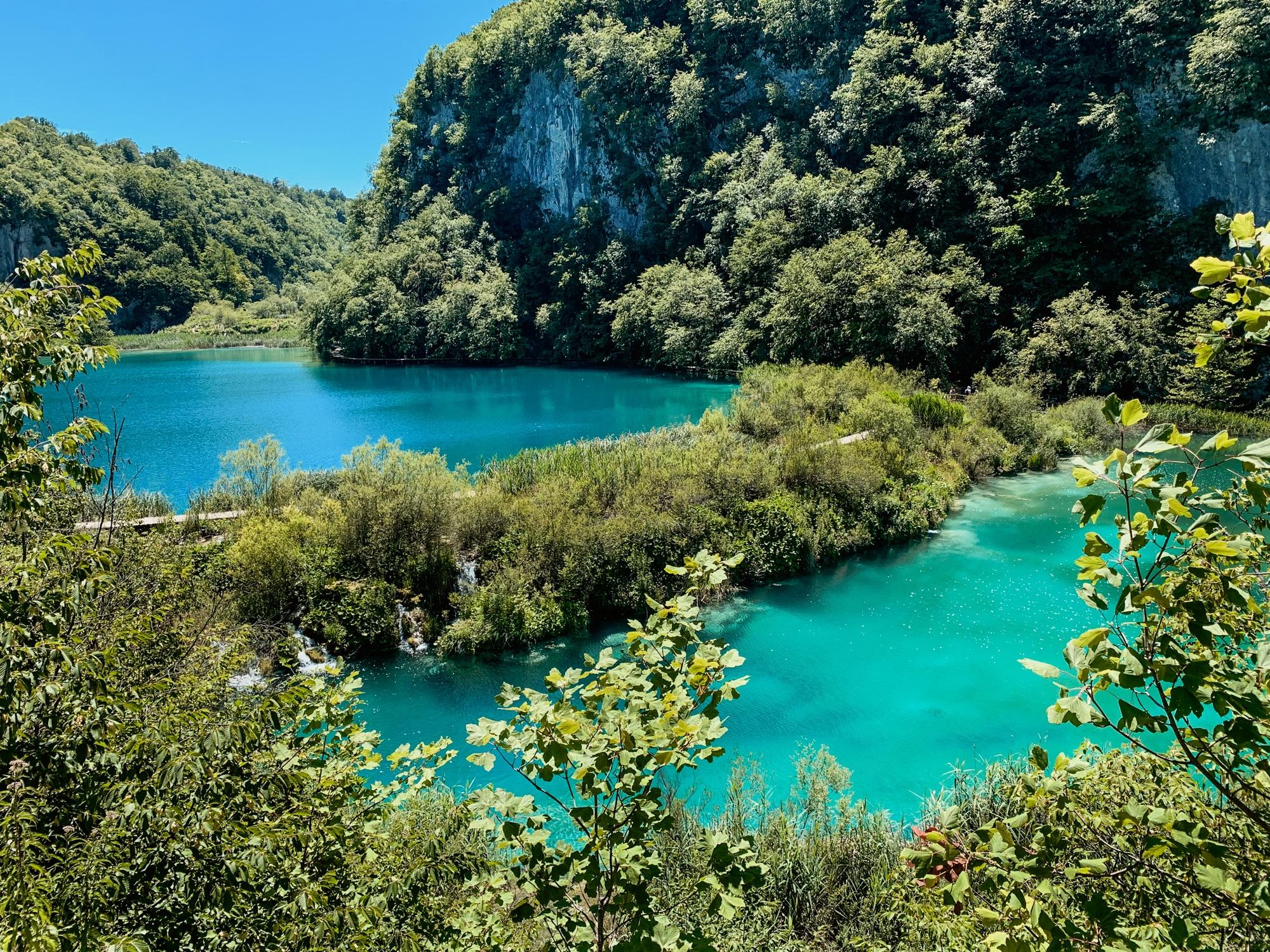 Nationalpark Plitvicer Seen: Tipps für den schönsten Kroatien Nationalpark - klares Wasser der Seen