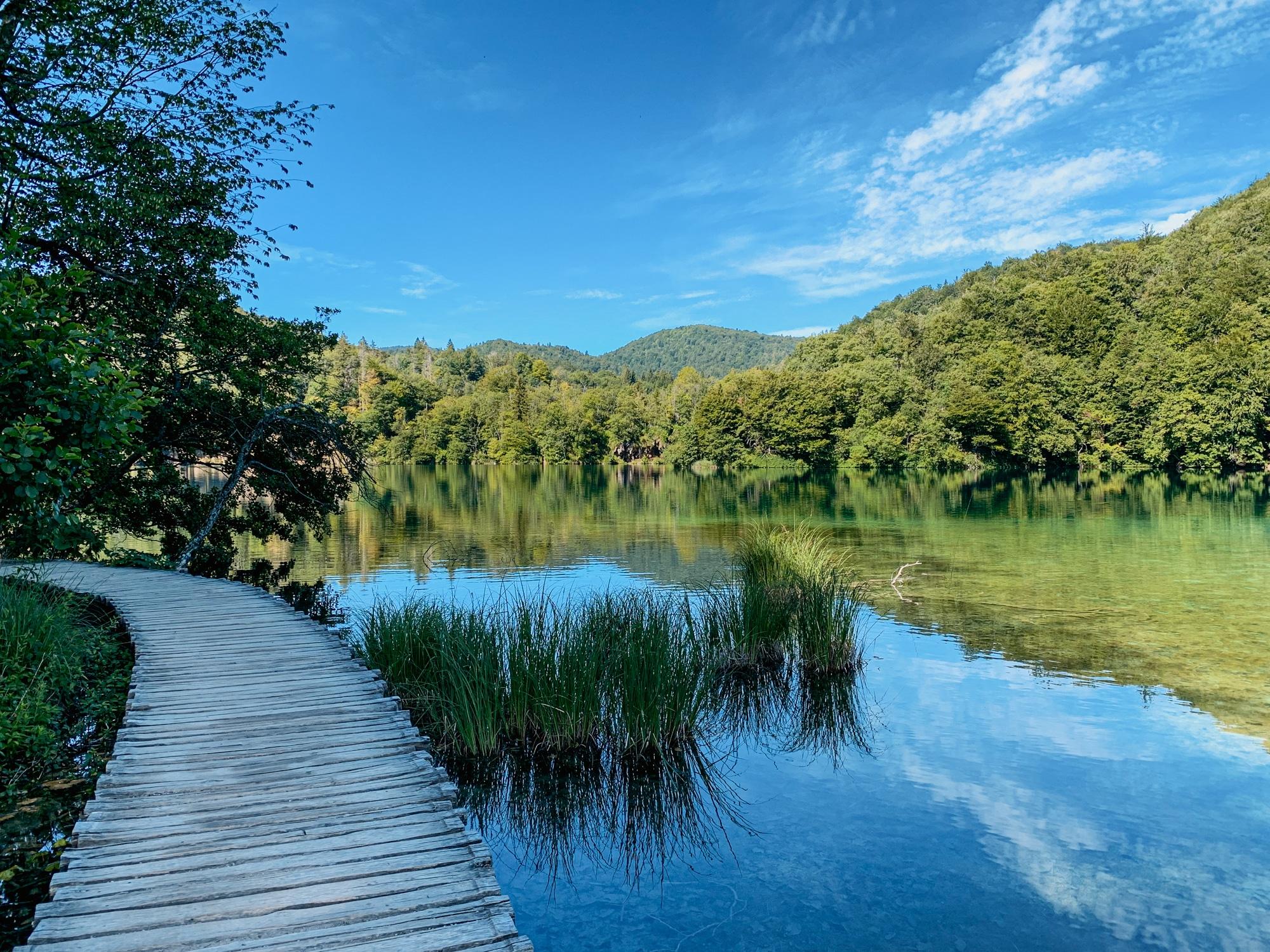 Nationalpark Plitvicer Seen: Tipps für den schönsten Kroatien Nationalpark - Holzsteg