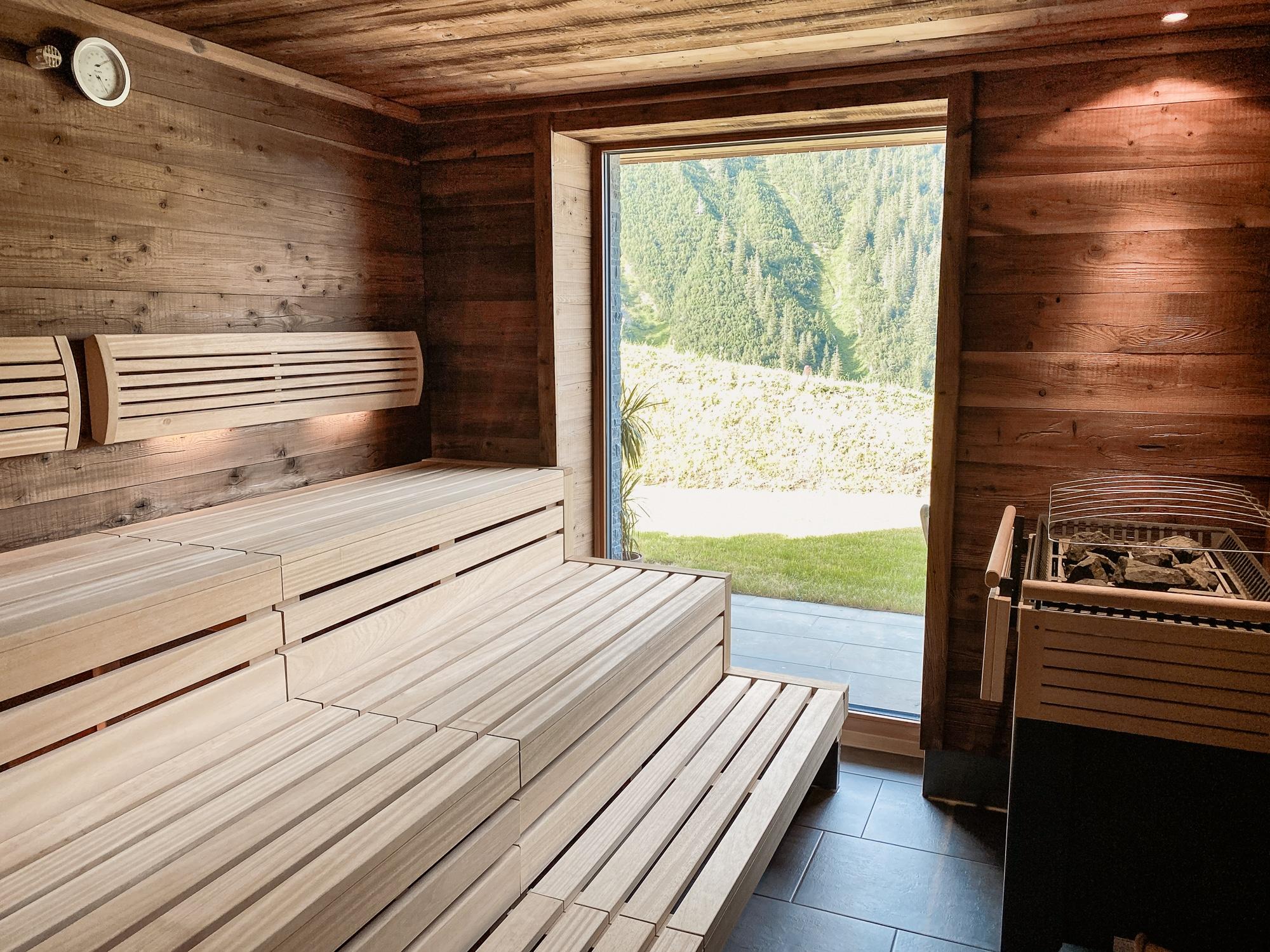 Warth-Schröcken: Outdoor Big 5, schönste Wanderungen und alle Tipps - Wolfegg Appartement Wellnessbereich Sauna