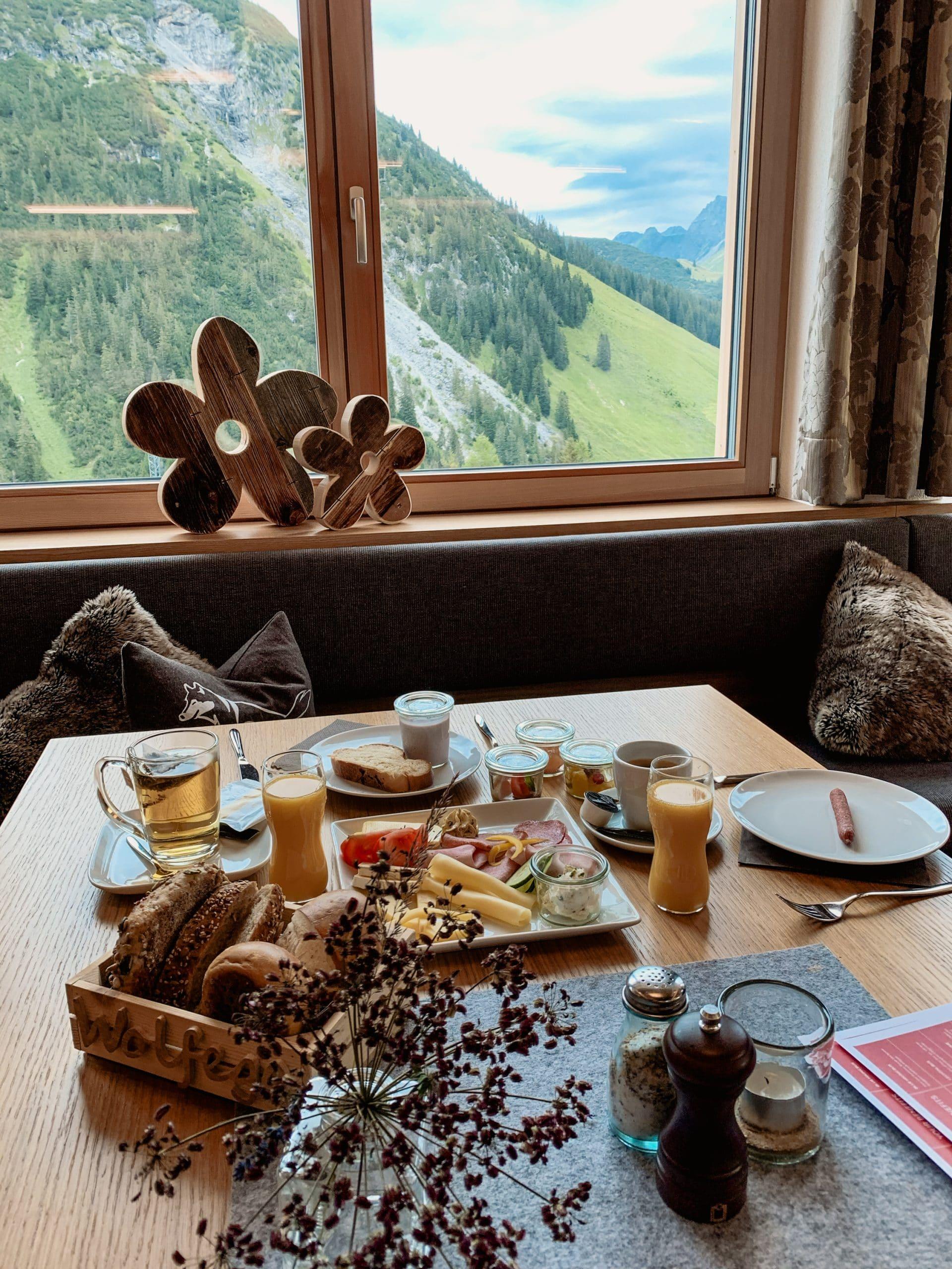 Warth-Schröcken: Outdoor Big 5, schönste Wanderungen und alle Tipps - Wolfegg Appartement Frühstück