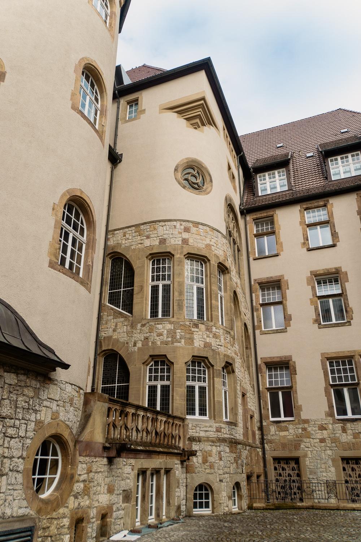 Bielefeld Sehenswürdigkeiten: Highlights der Stadt in Ostwestfalen-Lippe - Altes Rathaus Innenhof