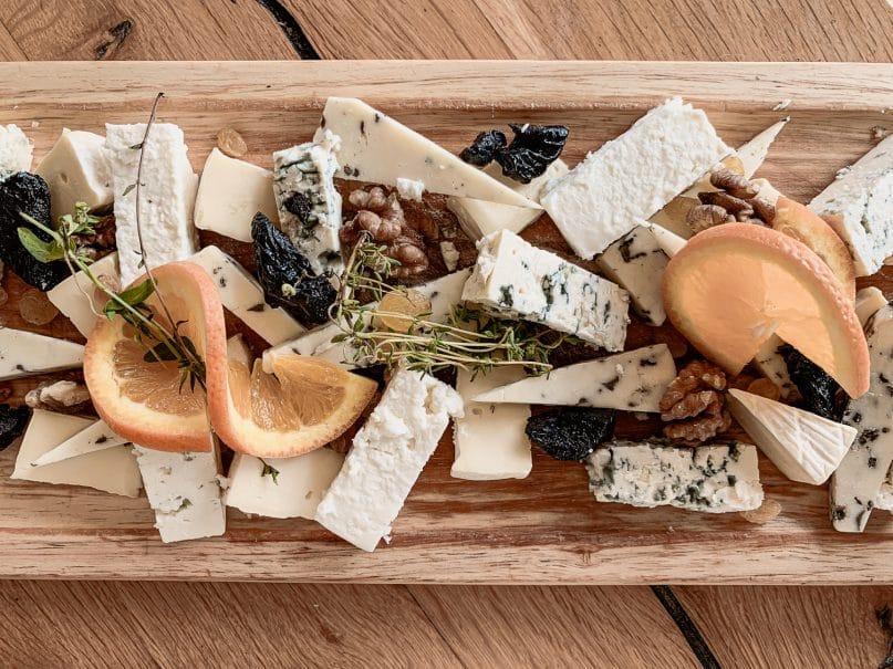 Landestypisches Essen in Bulgarien: Käseplatte