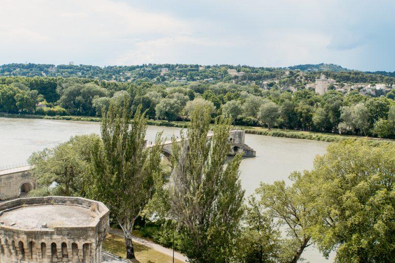 Avignon: Pont Saint Benezet und Stadtmauer