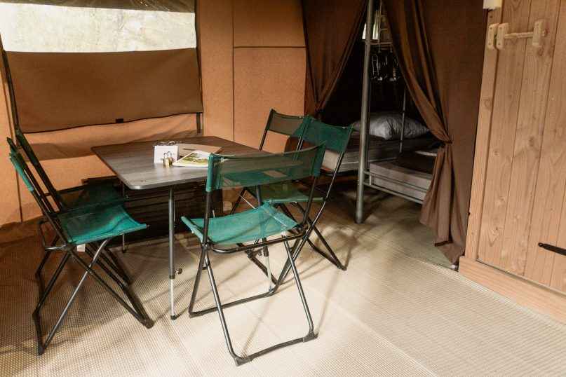 Huttopia Fontvieille Campingplatz: Sweet Zelt Innenbereich