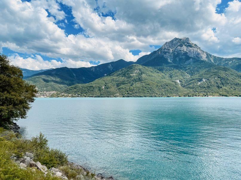 Lac de Serre-Ponçon Hautes Alpes, Südfrankreich