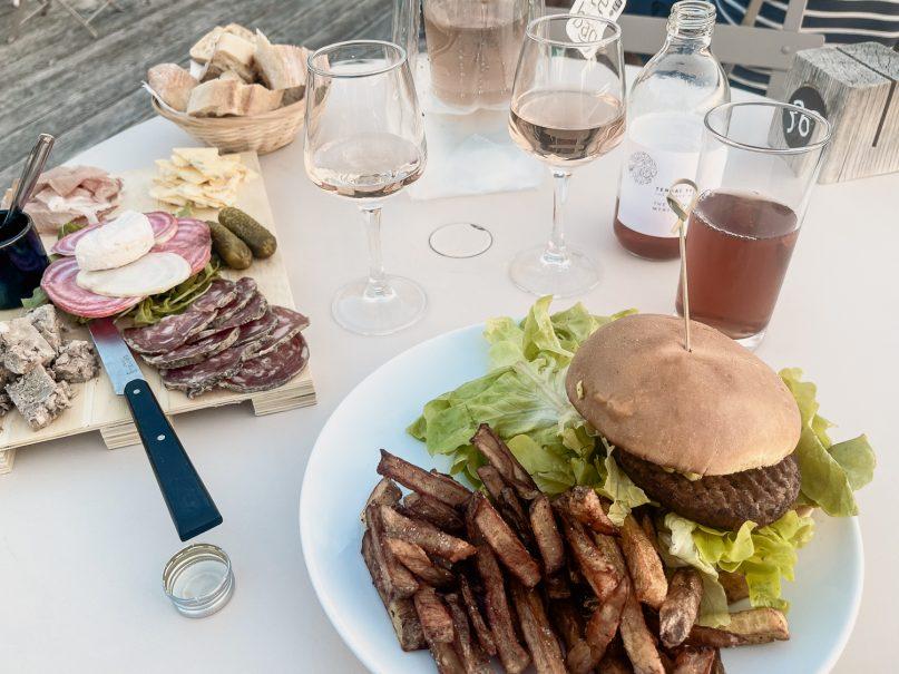 Village Huttopia Sud Ardeche Burger im Restaurant