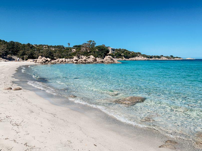 Cala Capriccioli - Sardinien schönste Strände im Norden