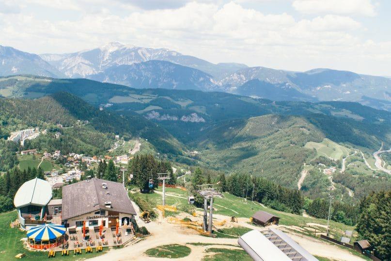 Niederösterreich Urlaub: Wiener Alpen - Zauberberg Ausblick Tal