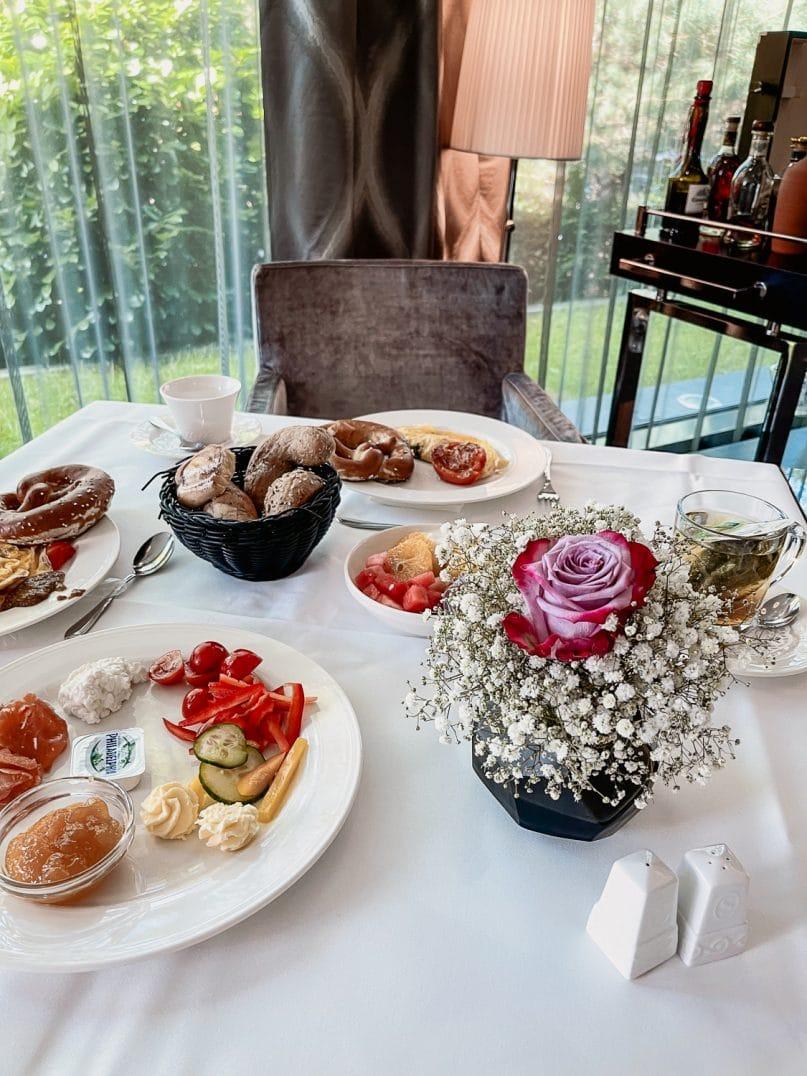 Hotel Vier Jahreszeiten Starnberg Erfahrungen: Frühstück Buffet